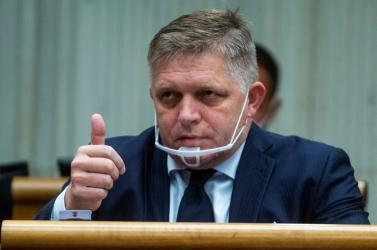Fico nagyon gyúr Mikulec leváltására, újabb szennyhalmot borított rá, de már a Sme rodina sem akarja a miniszter távozását