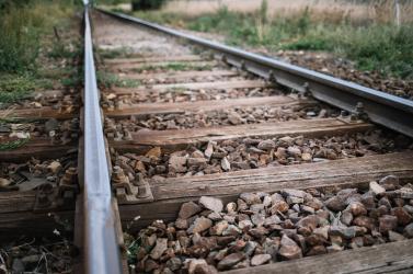 TRAGÉDIA: Embert gázolt a vonat a vasútállomáson
