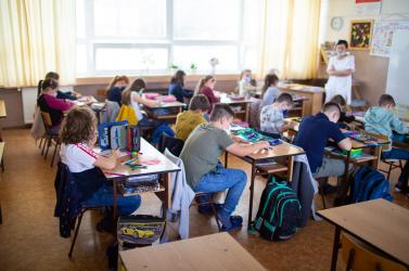 """""""Az iskolák kinyitásának előnyt kell élveznie az uszodákkal és a mozikkal szemben"""" – Petíciót indít a parlamenten kívüli párt"""