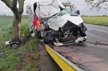 Élve szállt ki a roncsból a sofőr a 63-ason történt brutális baleset után
