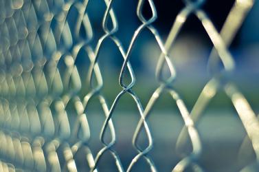 Két rab nem engedelmeskedett a fegyőröknek, brutális börtönlázadás lett a vége