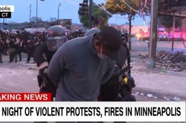 Élő adásban tartóztatták le a CNN riporterét (videó)