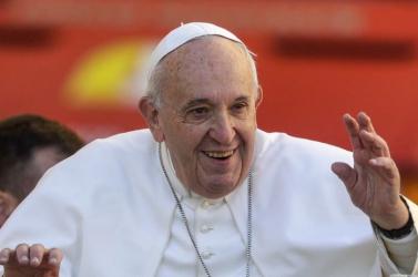 Hoppá! Szexi modell Instagram-fotóján jelent meg lájk Ferenc pápától