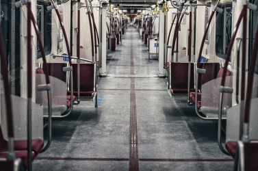 Csaknem két és fél évre ítéltek egy bloggert, aki járványpánikot keltett a metróban
