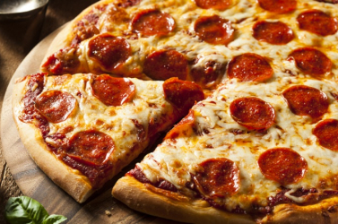 Ezersajtos pizzával állít fel új világrekordot egy séf