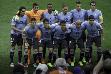 Bünteti a kormány az uruguay-i válogatottat, mert úgy bulikáztak agyőztes meccsük után, hogy szinte mindenki vírusos lett