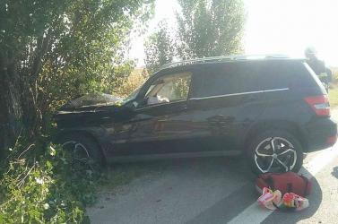 Nagymácséd mellett egy teherkocsiról egy fának pattant egy Mercedes