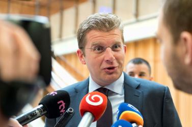 Korrupció miatt őrizetbe vette a NAKA az exminiszter Žiga rokonát!